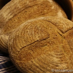 Semolina Bread with Wholegrain Soaker